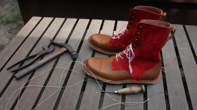 スエードのブーツ